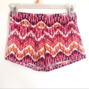Hot Kiss White Multicolor Patterned Shorts